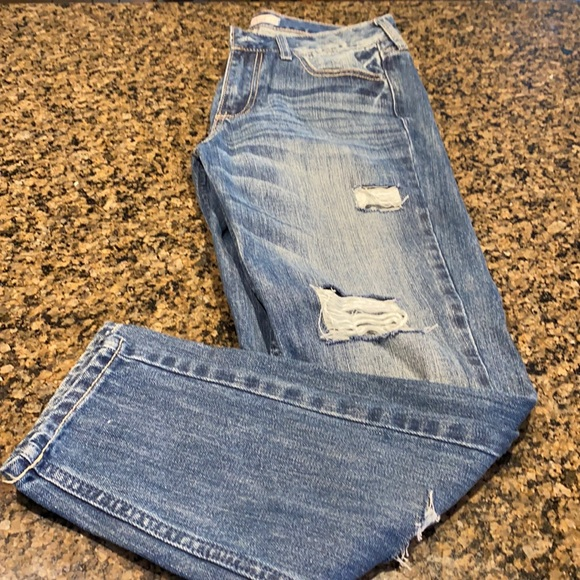 Hollister Denim - Hollister Boyfriend ripped Jeans fitted ankle